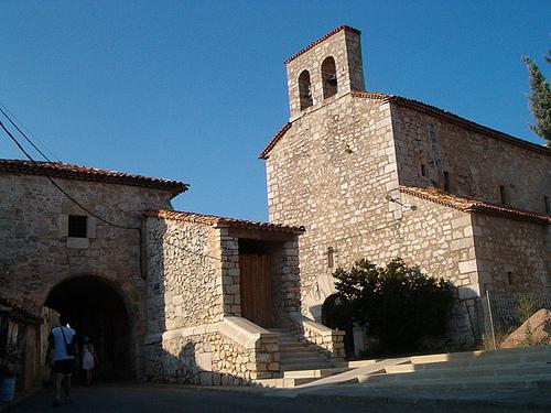 Iglesia y Arco de Poyatos